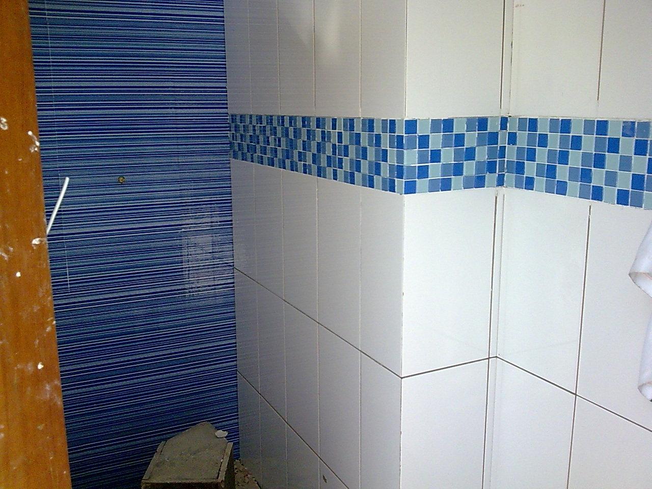 Pin Banheiro Pastilhas Listras Pastilha Tons Vermelho Pelautscom on  #83490D 1280x960 Banheiro Com Pastilhas De Vidro Azul